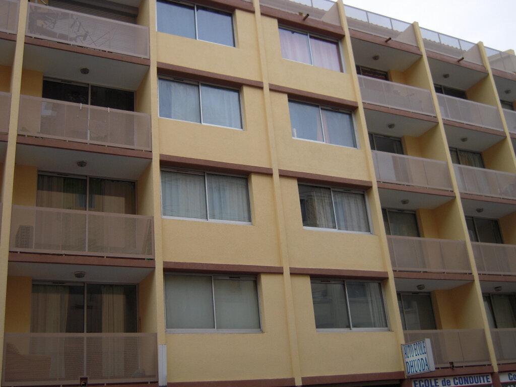Appartement à louer 1 16m2 à Nîmes vignette-4