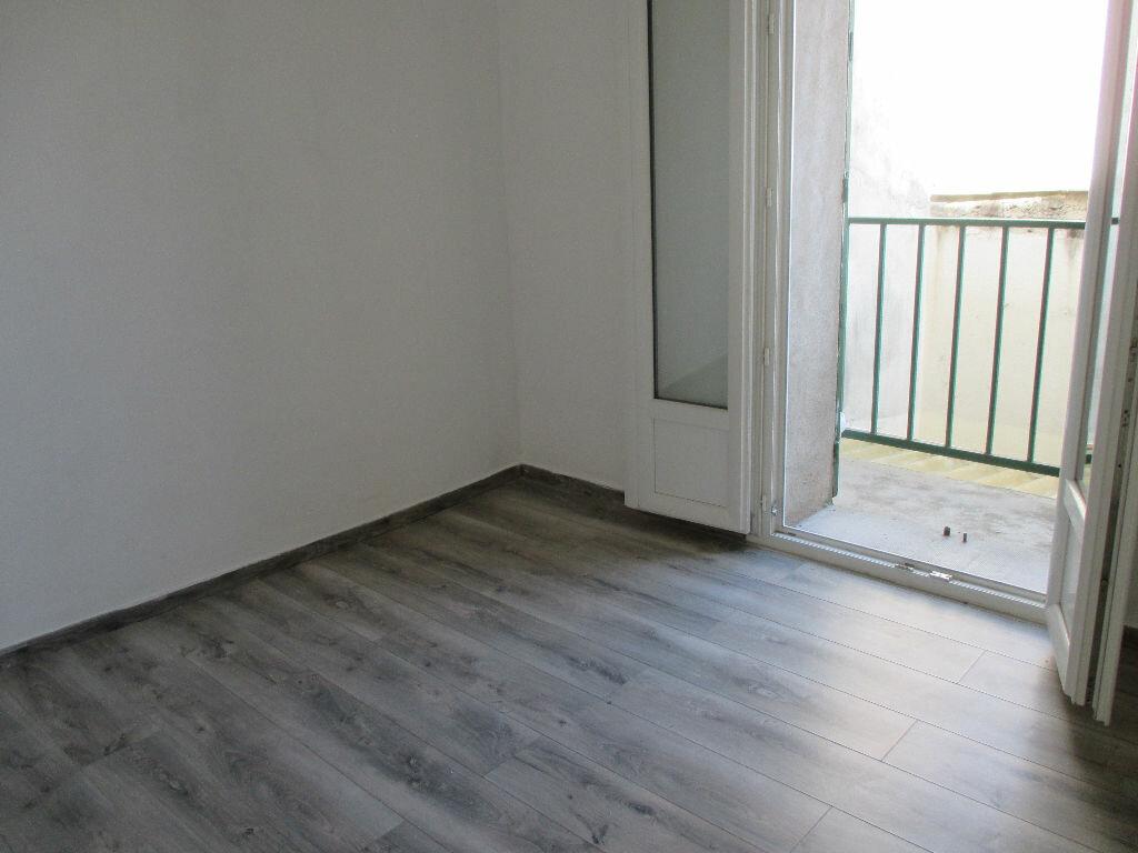 Appartement à louer 2 43.5m2 à Nîmes vignette-2