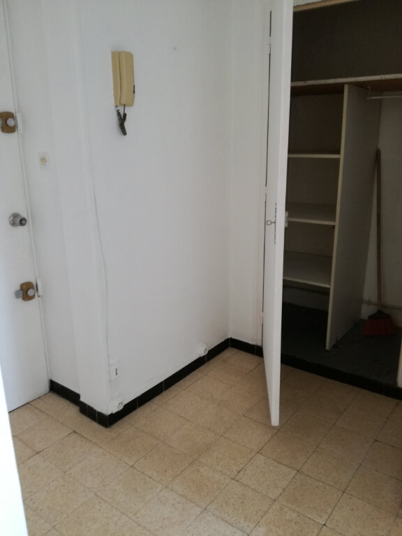 Appartement à louer 3 60m2 à Nîmes vignette-10
