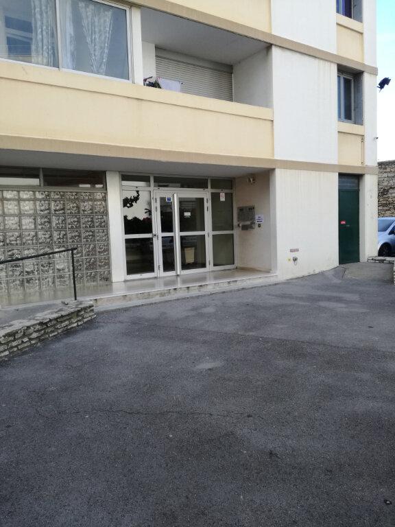 Appartement à louer 3 60m2 à Nîmes vignette-12