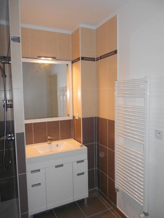 Appartement à louer 3 59m2 à Nîmes vignette-5