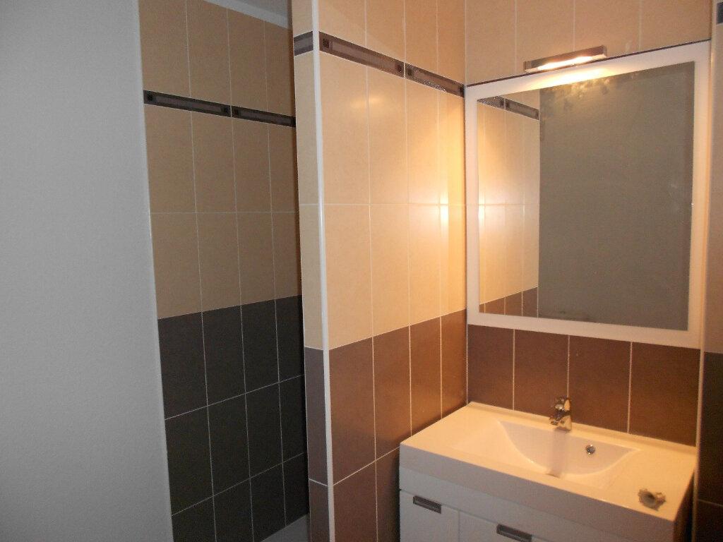 Appartement à louer 3 59m2 à Nîmes vignette-6