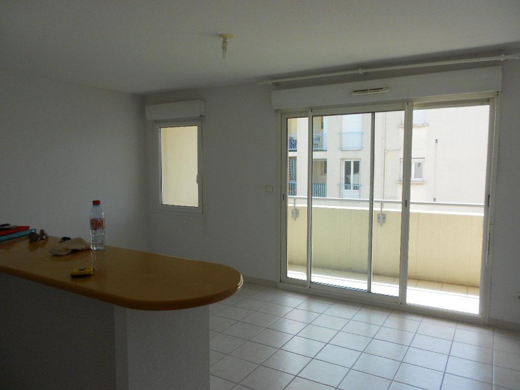 Appartement à louer 2 45.5m2 à Nîmes vignette-1