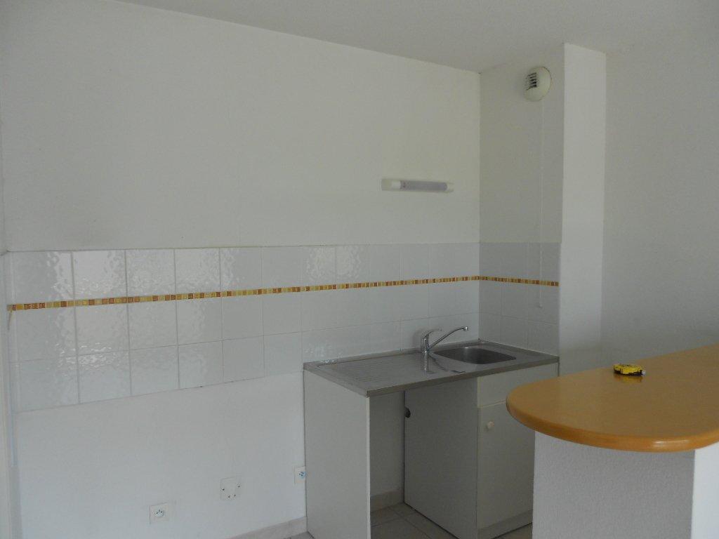 Appartement à louer 2 45.5m2 à Nîmes vignette-2