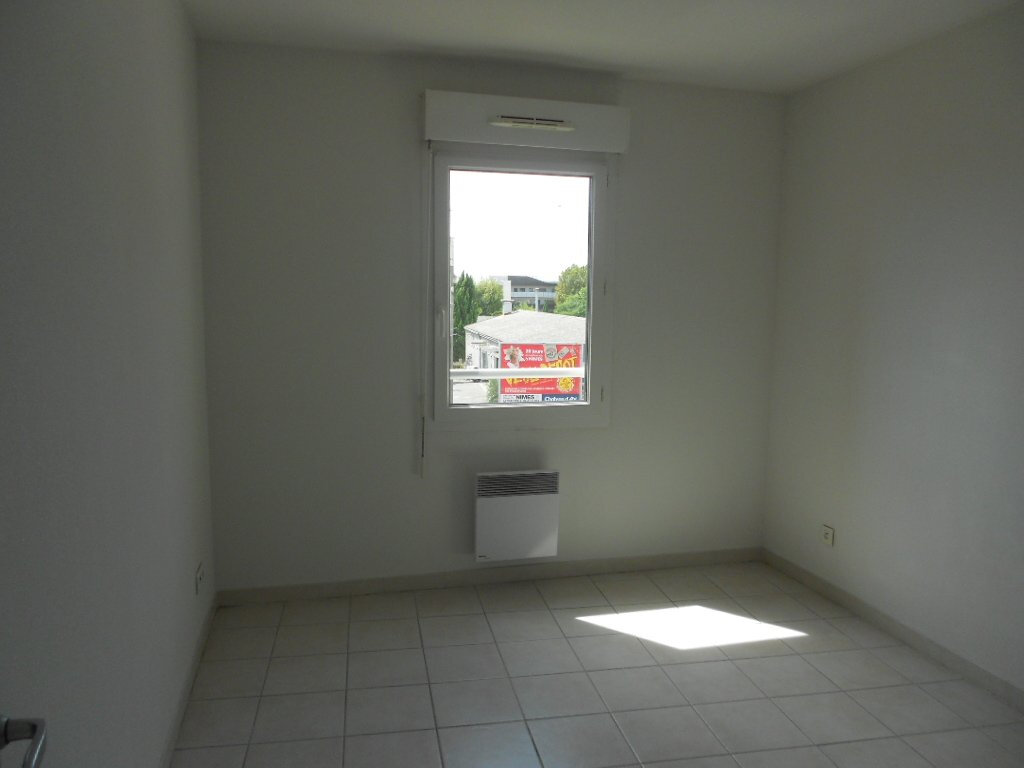 Appartement à louer 2 45.5m2 à Nîmes vignette-3