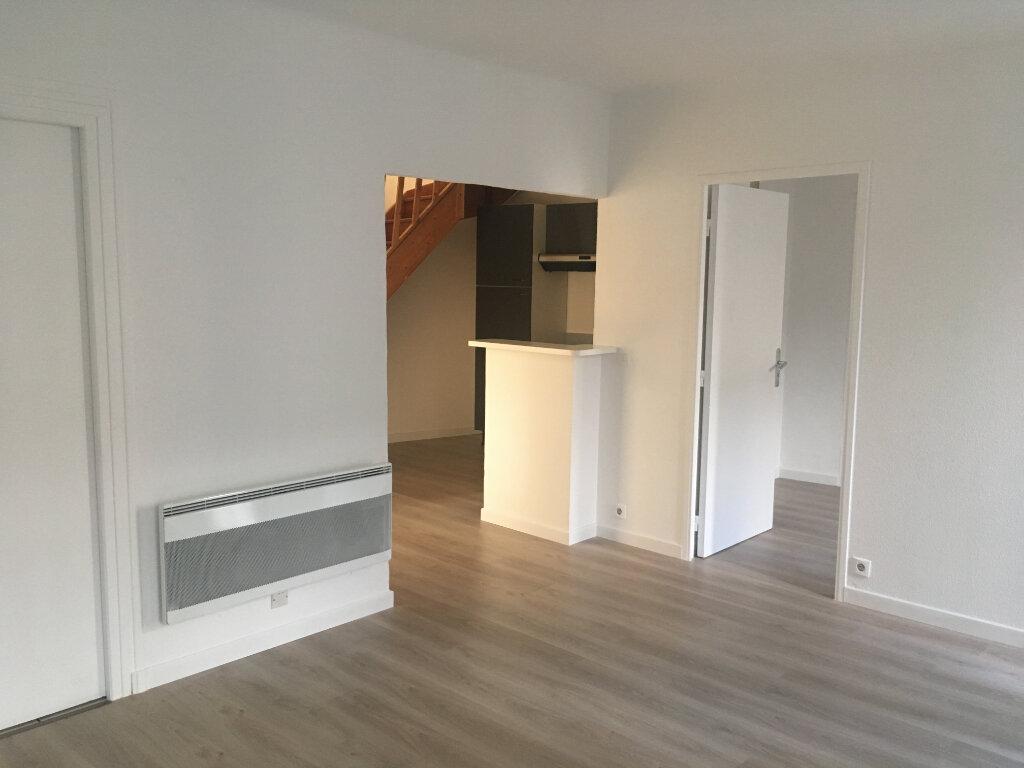 Appartement à louer 4 74m2 à Boucoiran-et-Nozières vignette-2
