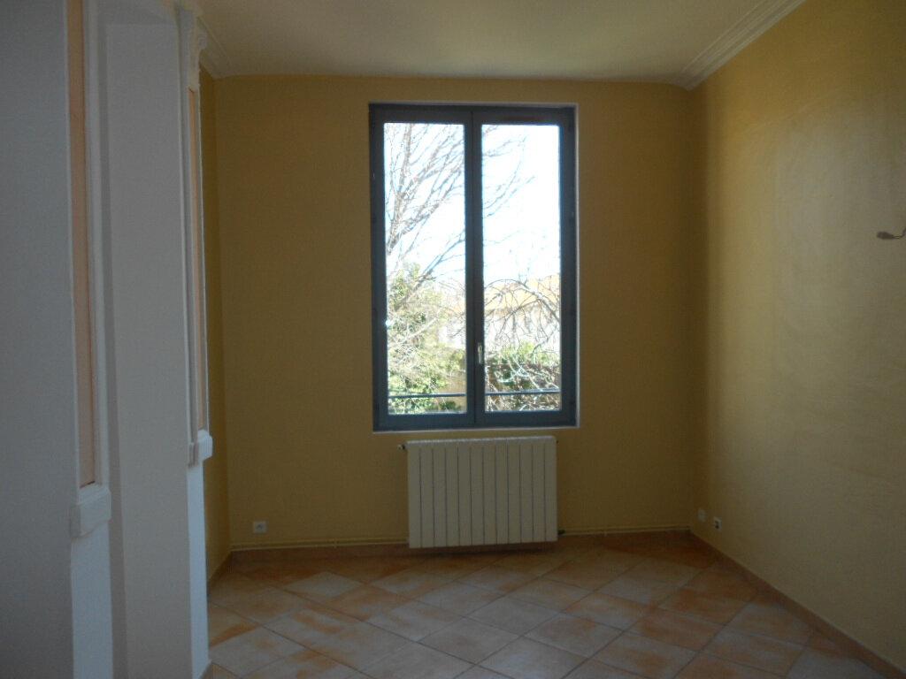 Appartement à louer 2 40m2 à Nîmes vignette-3