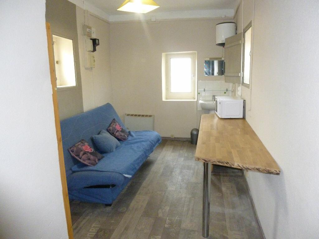 Appartement à louer 1 12.7m2 à Nîmes vignette-1