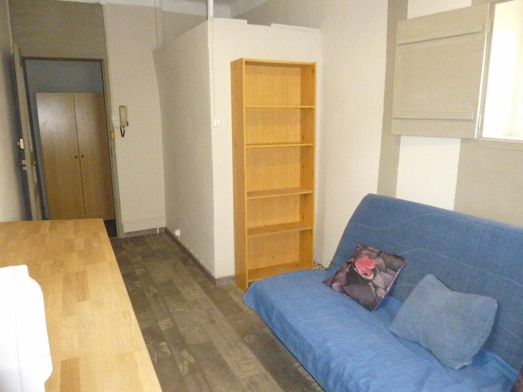 Appartement à louer 1 12.7m2 à Nîmes vignette-2