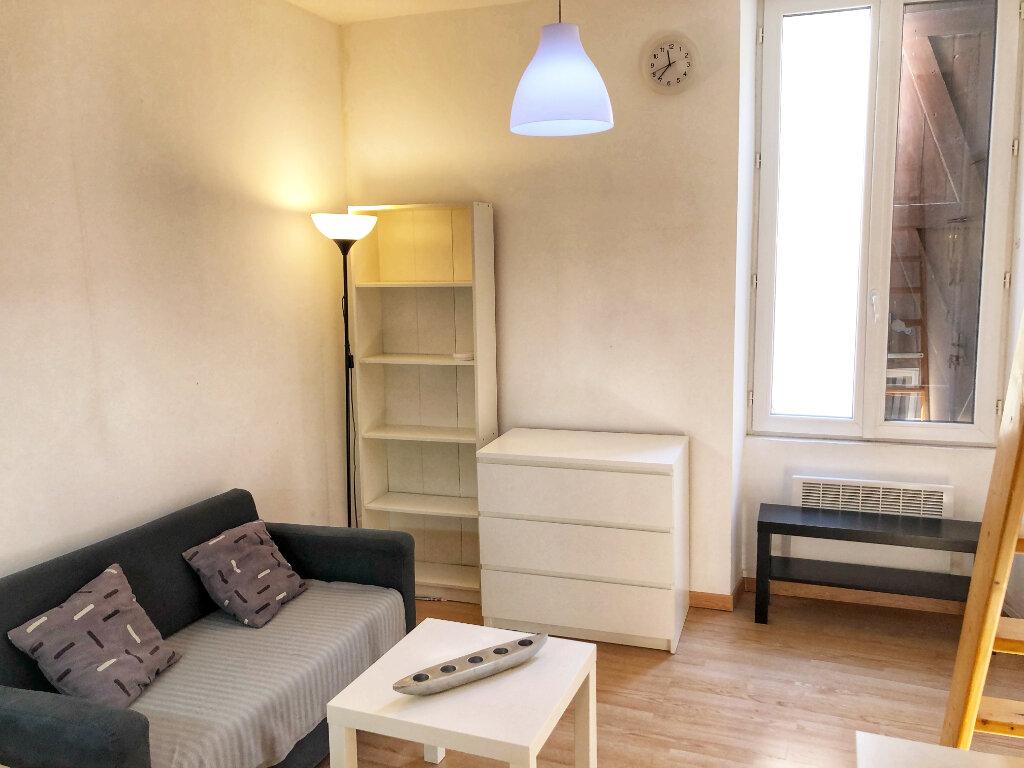 Appartement à louer 1 13.25m2 à Nîmes vignette-2