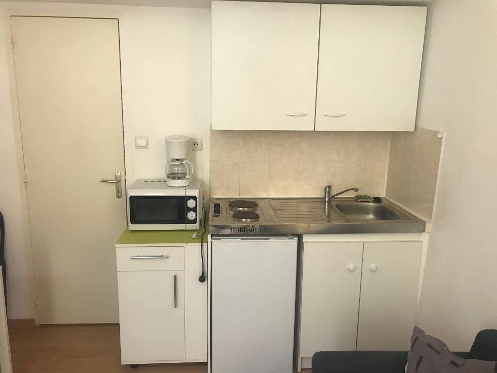 Appartement à louer 1 13.25m2 à Nîmes vignette-3