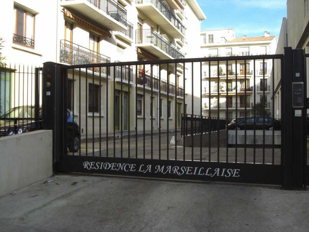 Appartement à louer 1 21m2 à Nîmes vignette-2