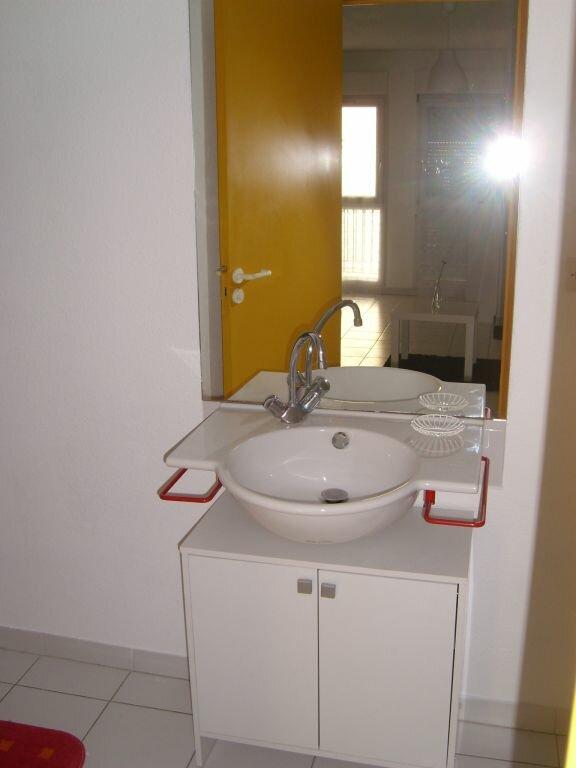 Appartement à louer 1 23m2 à Nîmes vignette-3