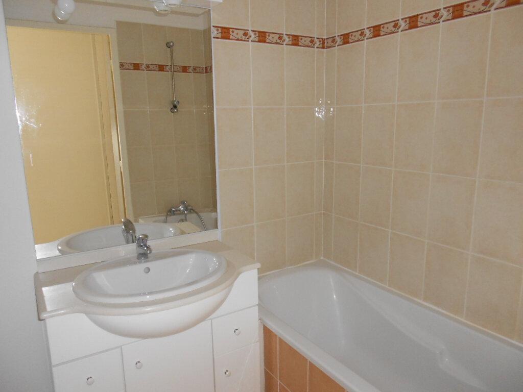 Appartement à louer 2 46.1m2 à Nîmes vignette-5