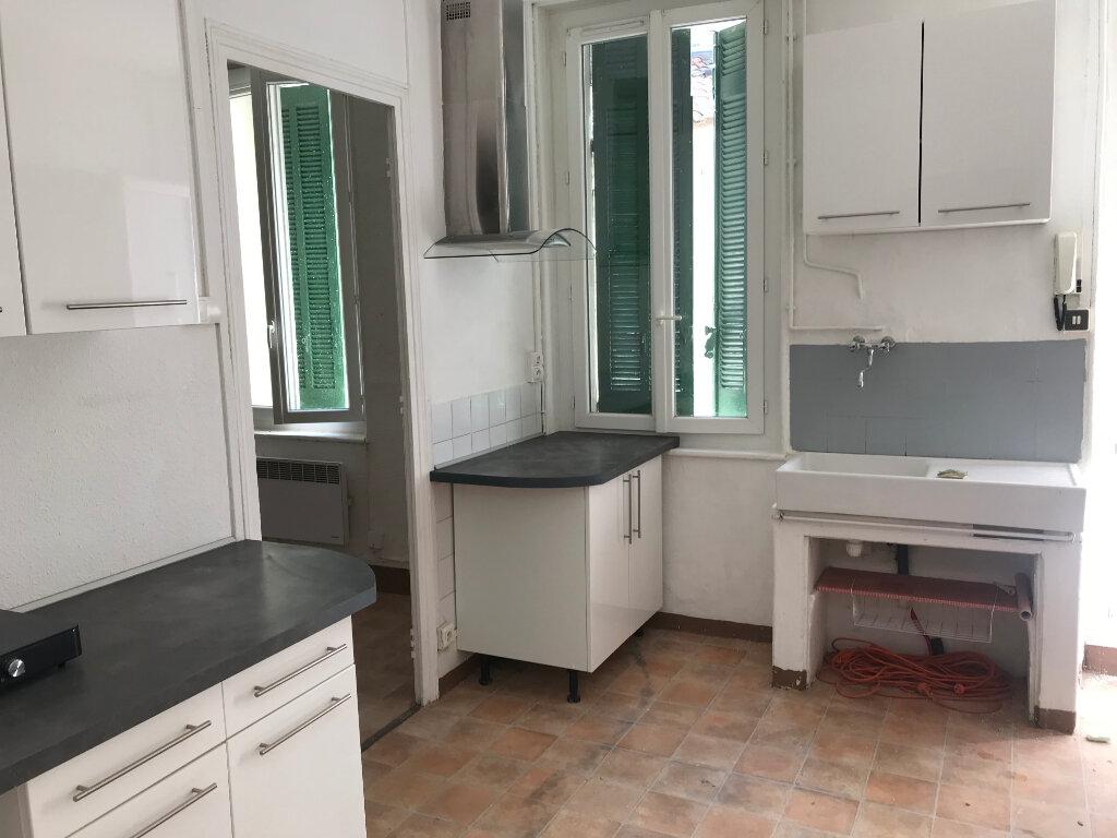 Appartement à louer 2 45m2 à Nîmes vignette-1