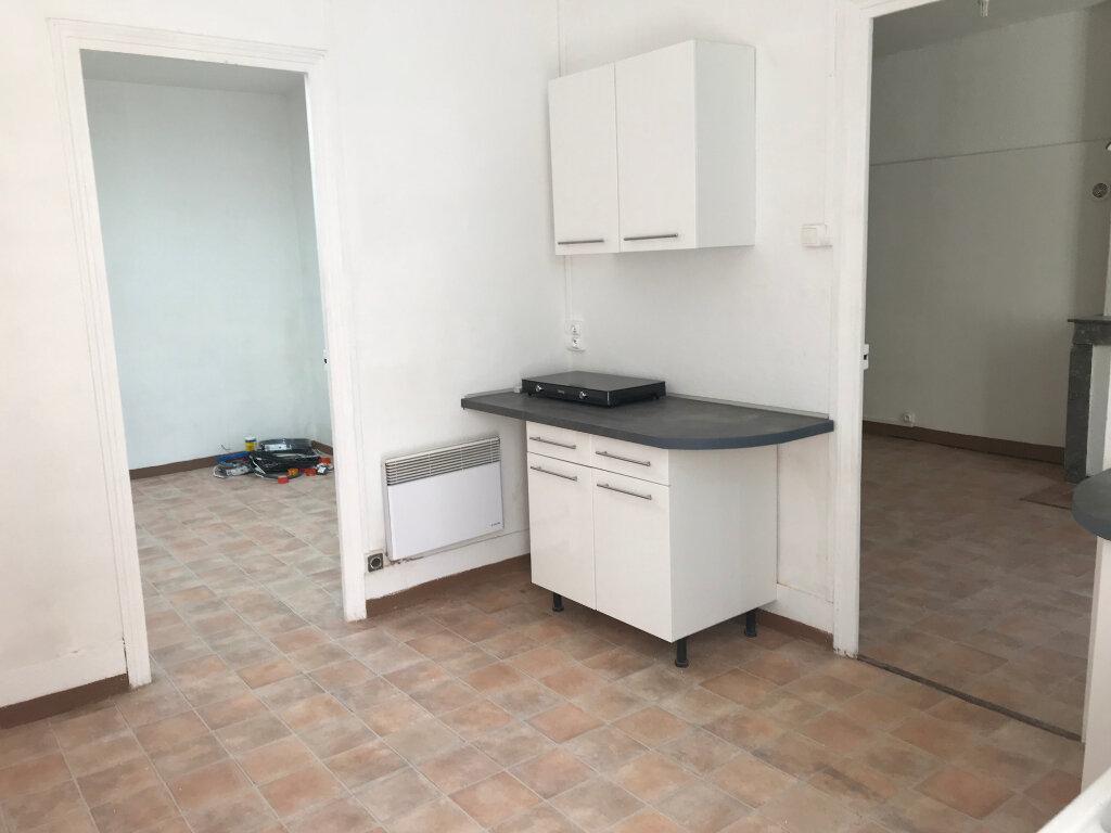 Appartement à louer 2 45m2 à Nîmes vignette-2