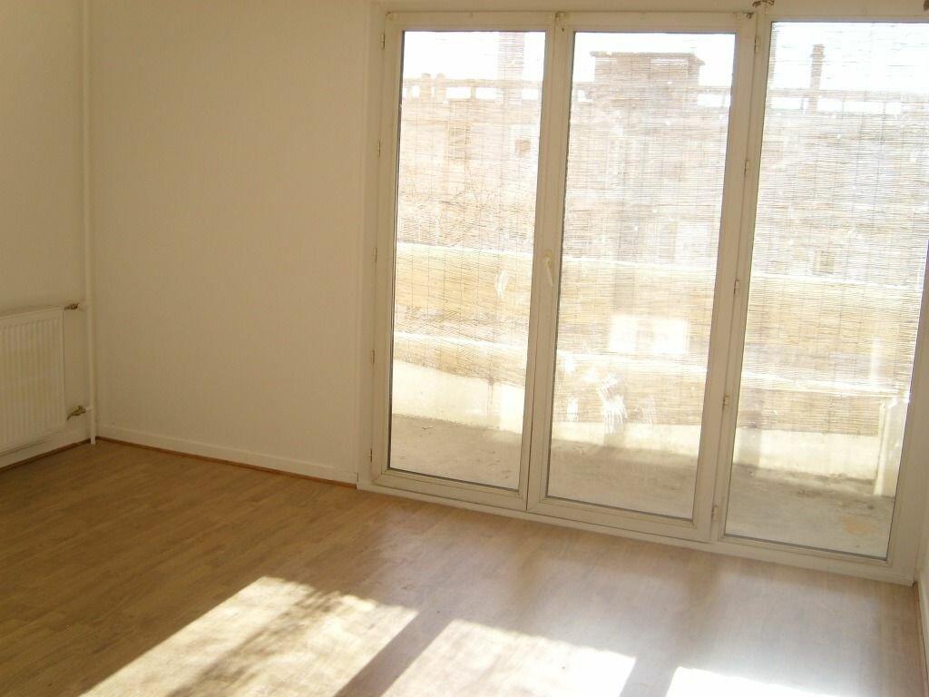 Appartement à louer 3 62m2 à Nîmes vignette-1