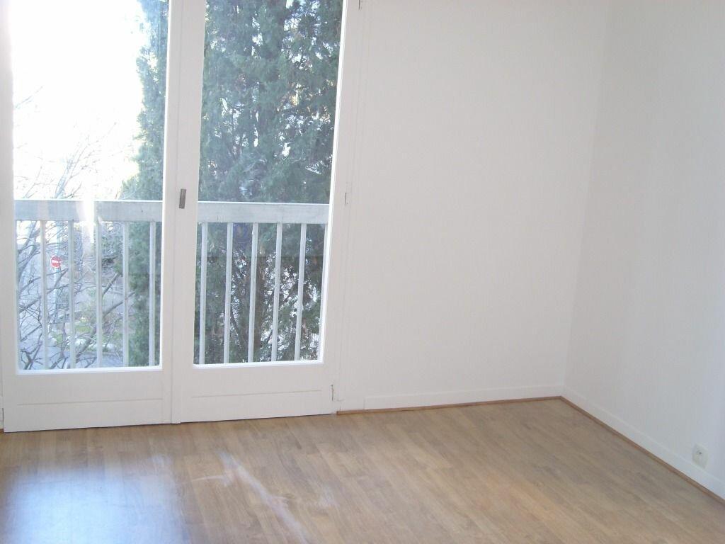 Appartement à louer 3 62m2 à Nîmes vignette-3