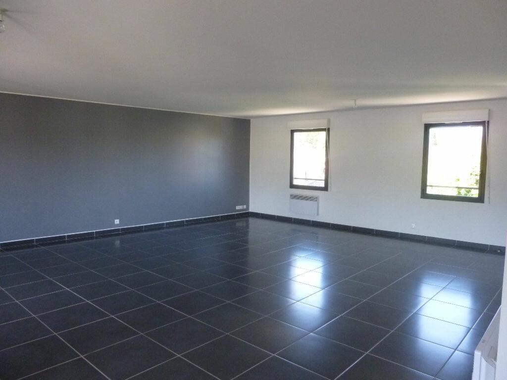 Appartement à louer 4 106m2 à Nîmes vignette-2