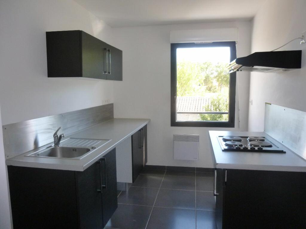 Appartement à louer 4 106m2 à Nîmes vignette-3