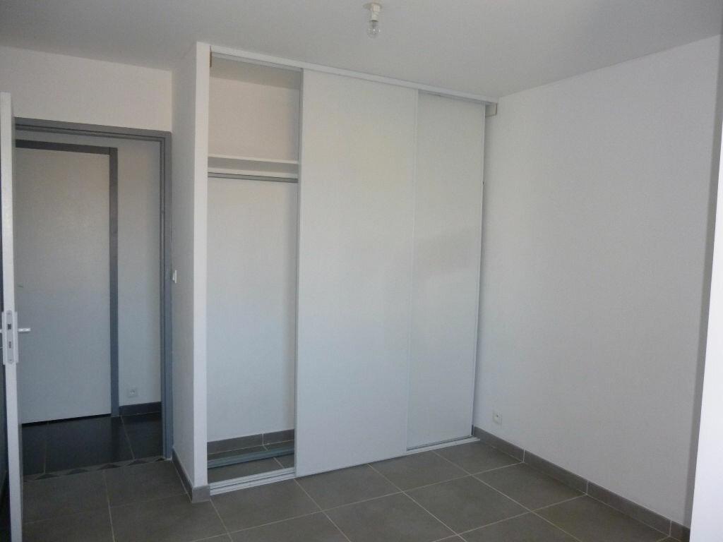Appartement à louer 4 106m2 à Nîmes vignette-4