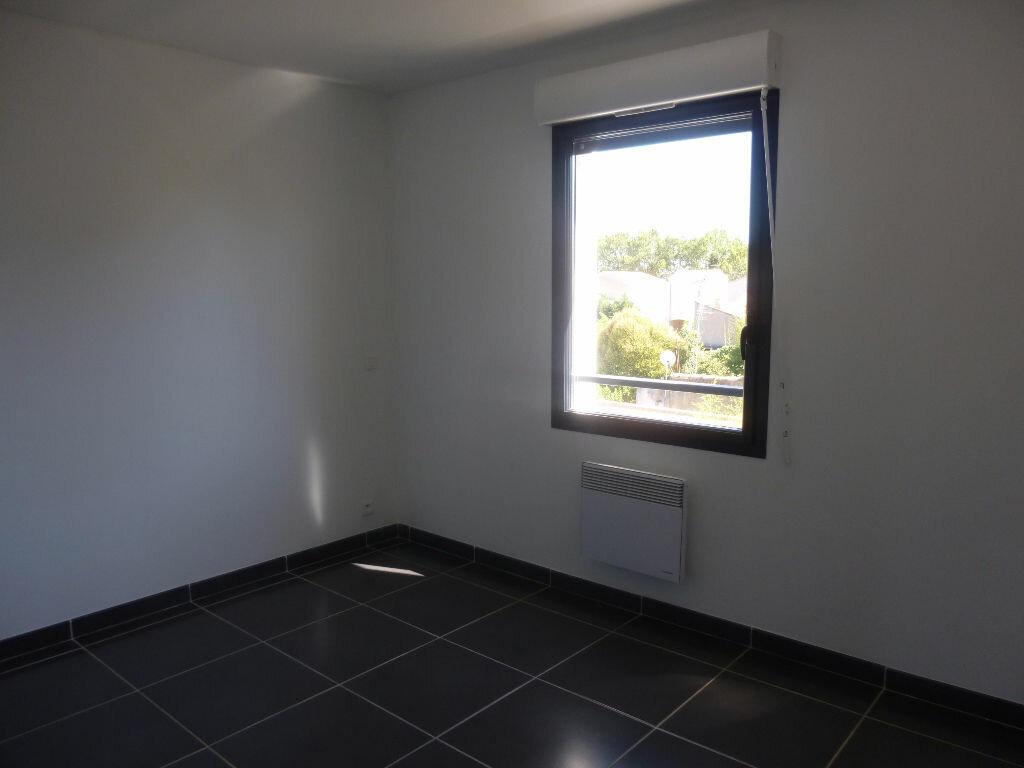 Appartement à louer 4 106m2 à Nîmes vignette-5