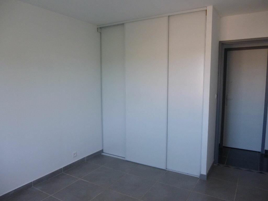 Appartement à louer 4 106m2 à Nîmes vignette-6
