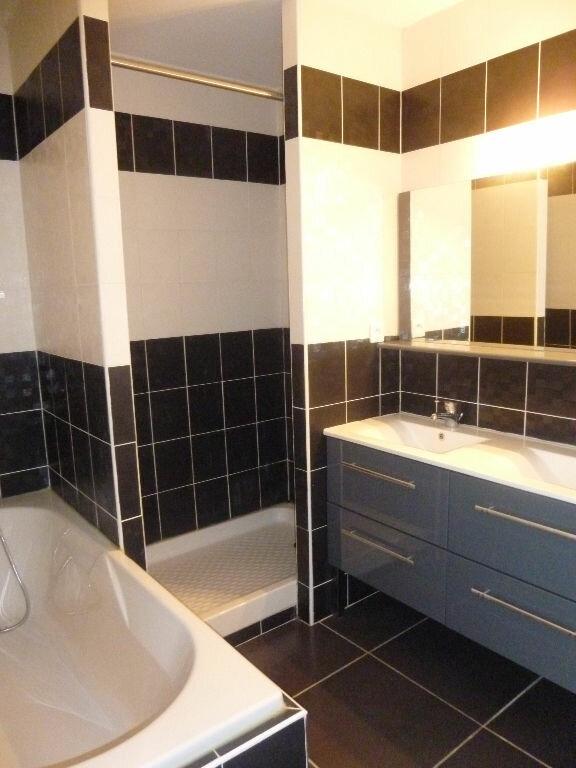 Appartement à louer 4 106m2 à Nîmes vignette-8