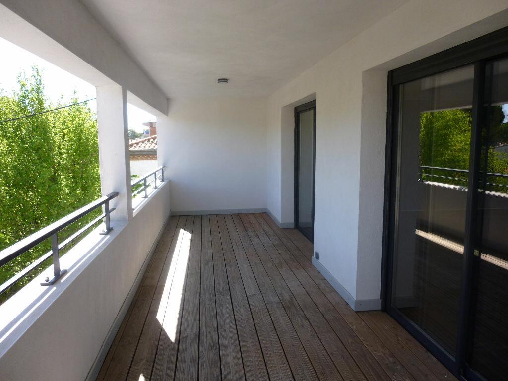 Appartement à louer 4 106m2 à Nîmes vignette-10