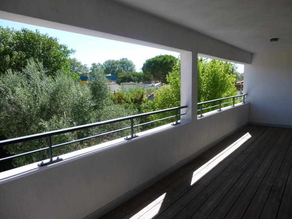Appartement à louer 4 106m2 à Nîmes vignette-11