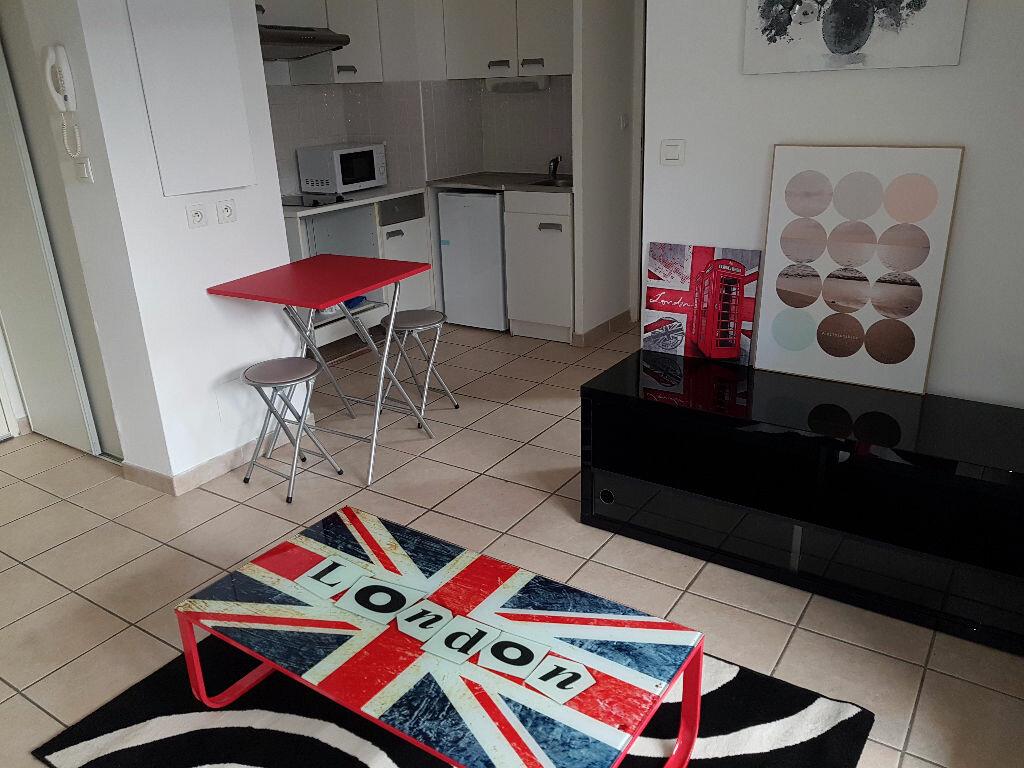 Appartement à louer 2 30m2 à Nîmes vignette-1