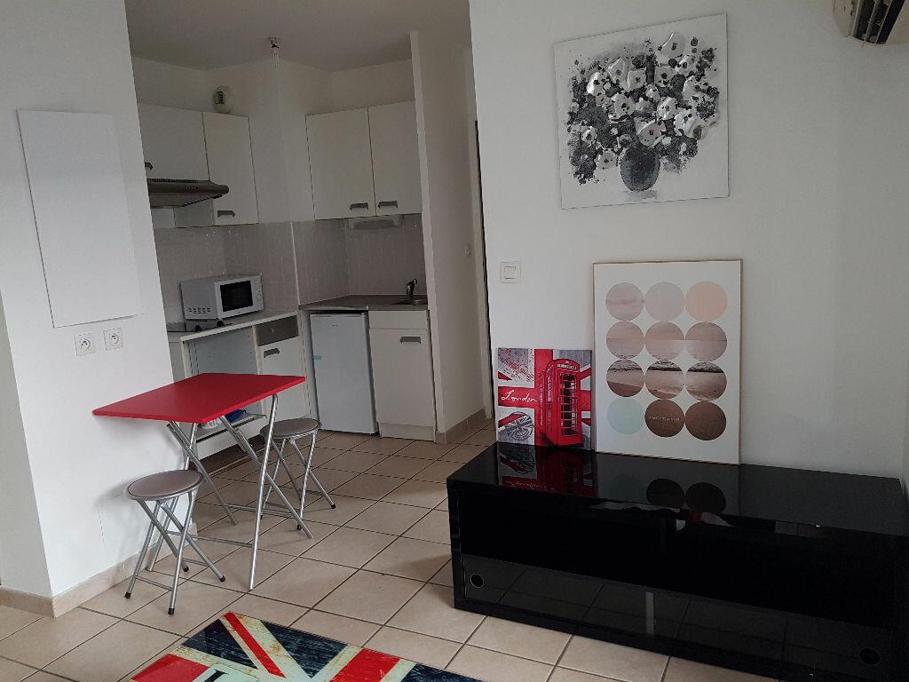 Appartement à louer 2 30m2 à Nîmes vignette-2