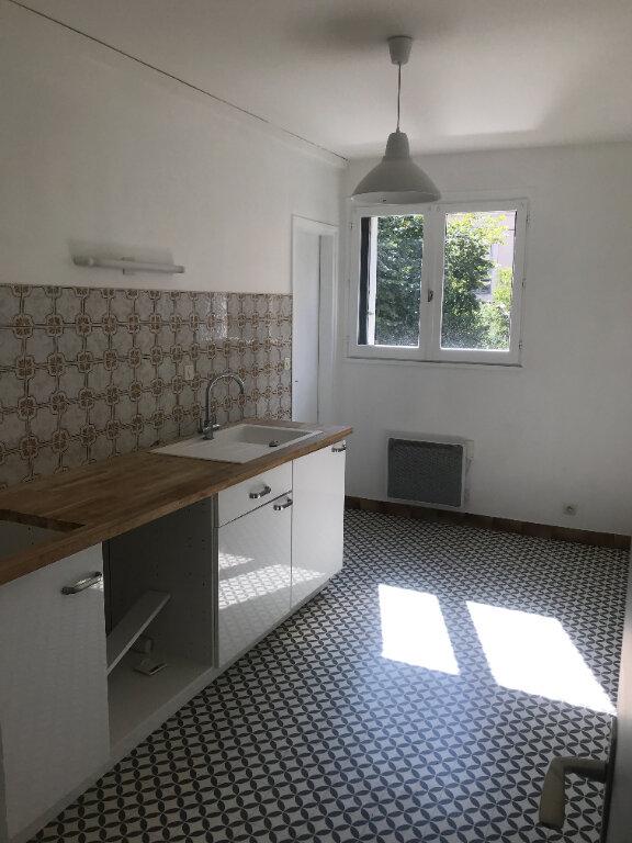 Appartement à louer 3 72m2 à Nîmes vignette-1