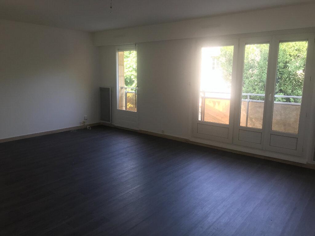 Appartement à louer 3 72m2 à Nîmes vignette-3