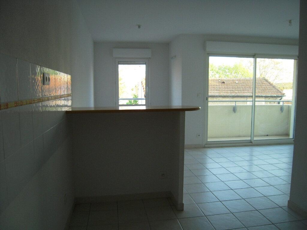 Appartement à louer 2 46m2 à Nîmes vignette-3