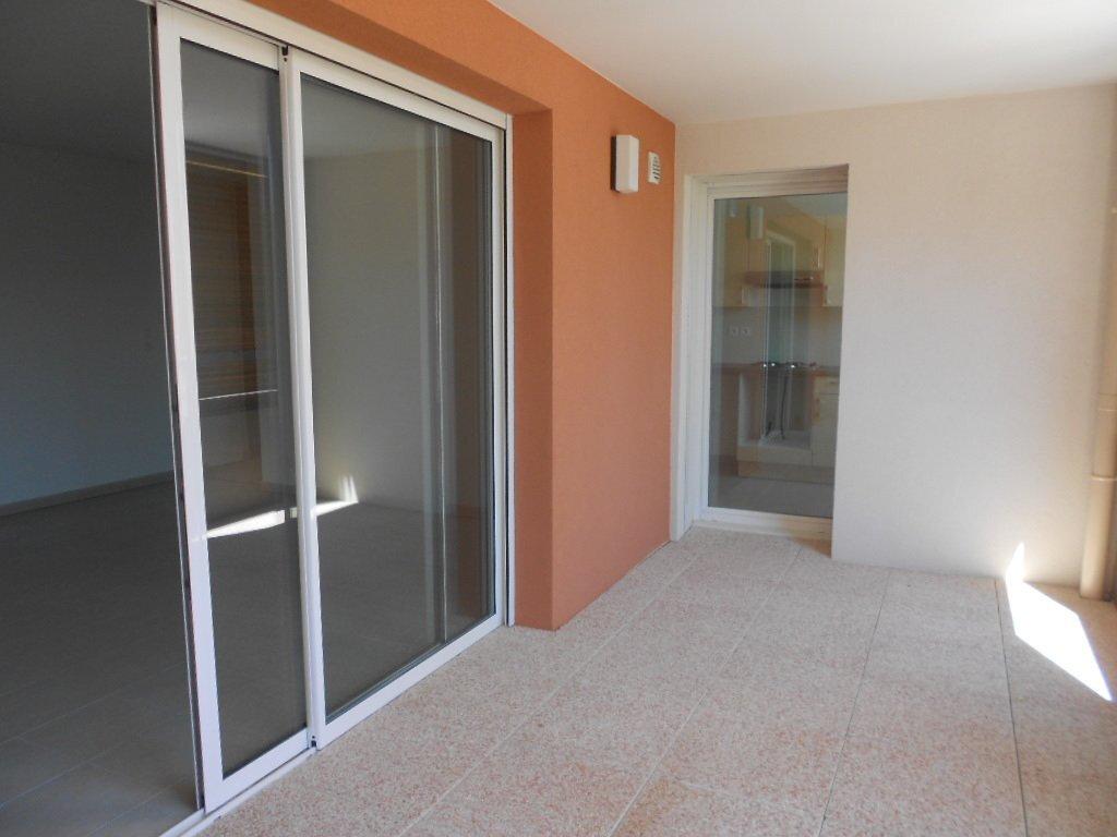 Appartement à louer 3 71m2 à Nîmes vignette-7