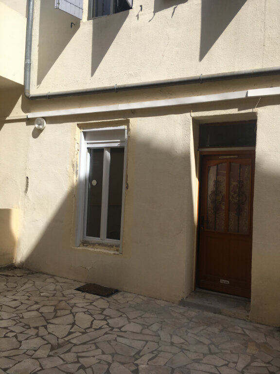 Appartement à louer 1 27m2 à Nîmes vignette-1