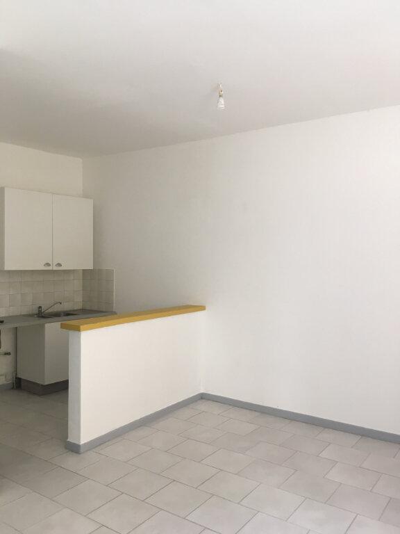 Appartement à louer 1 27m2 à Nîmes vignette-2