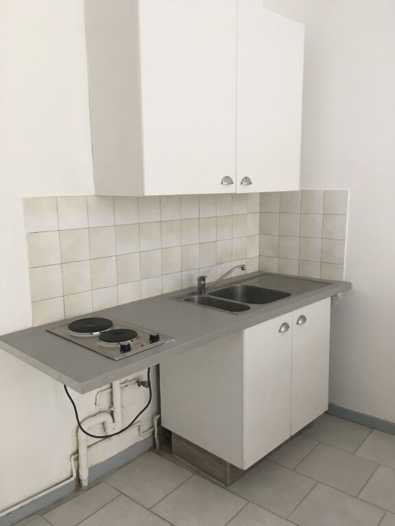 Appartement à louer 1 27m2 à Nîmes vignette-3