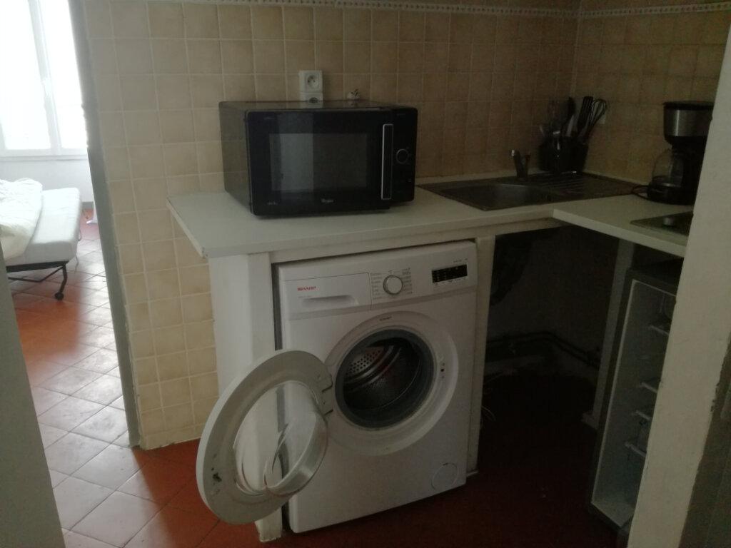 Appartement à louer 1 23.24m2 à Nîmes vignette-1