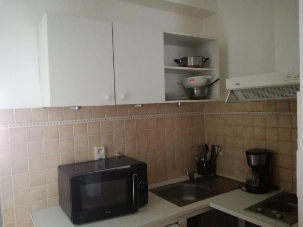 Appartement à louer 1 23.24m2 à Nîmes vignette-4