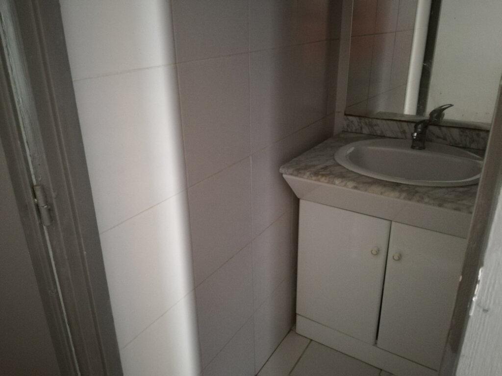 Appartement à louer 1 23.24m2 à Nîmes vignette-6