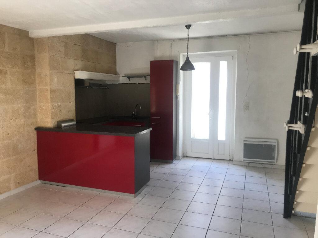 Appartement à louer 3 42m2 à Nîmes vignette-2