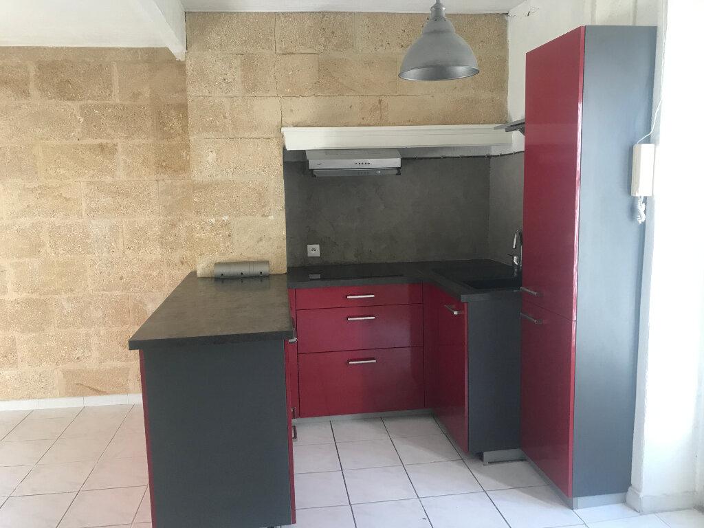 Appartement à louer 3 42m2 à Nîmes vignette-3