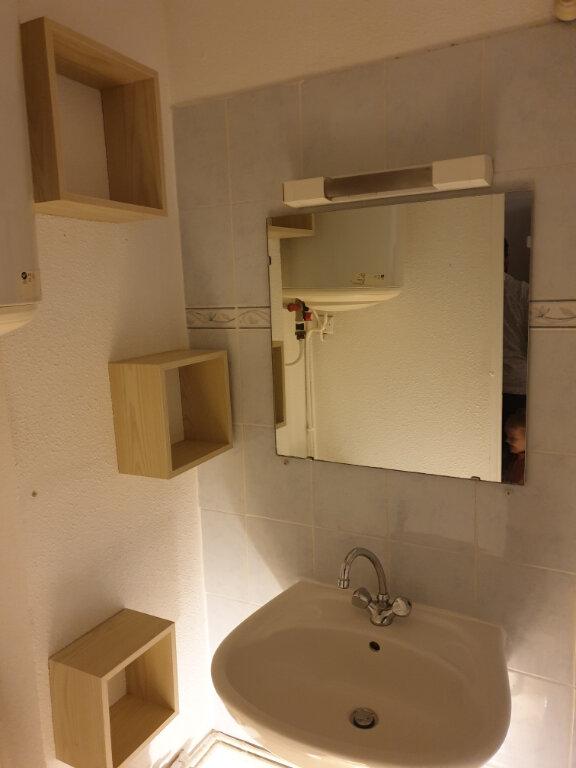 Appartement à louer 1 13m2 à Nîmes vignette-3