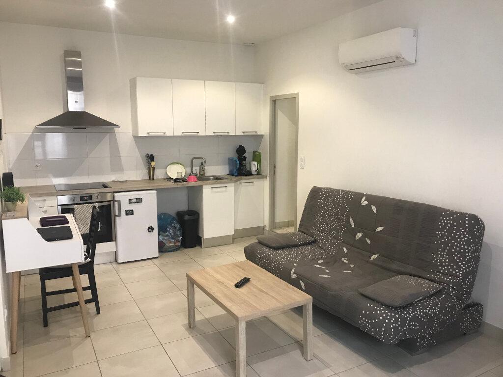 Appartement à louer 1 27.44m2 à Nîmes vignette-1