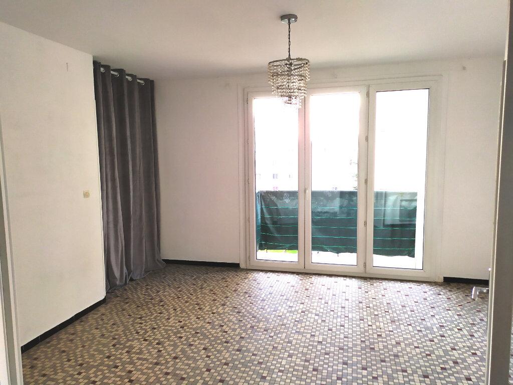 Appartement à louer 4 64.56m2 à Nîmes vignette-1
