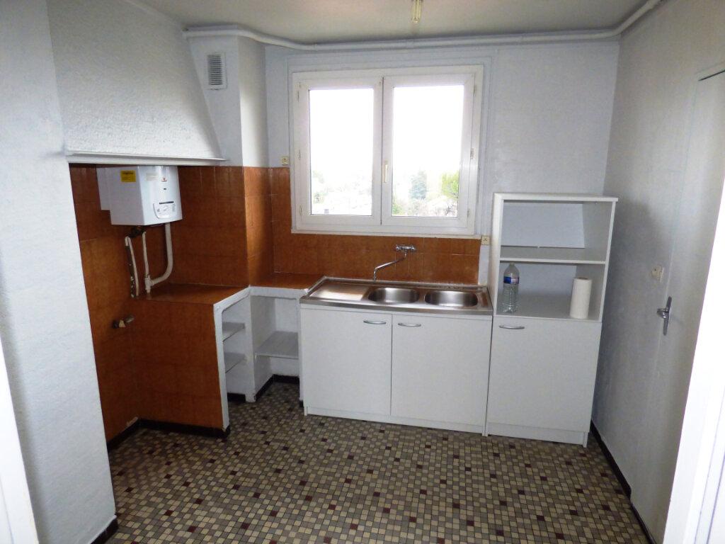 Appartement à louer 4 64.56m2 à Nîmes vignette-3