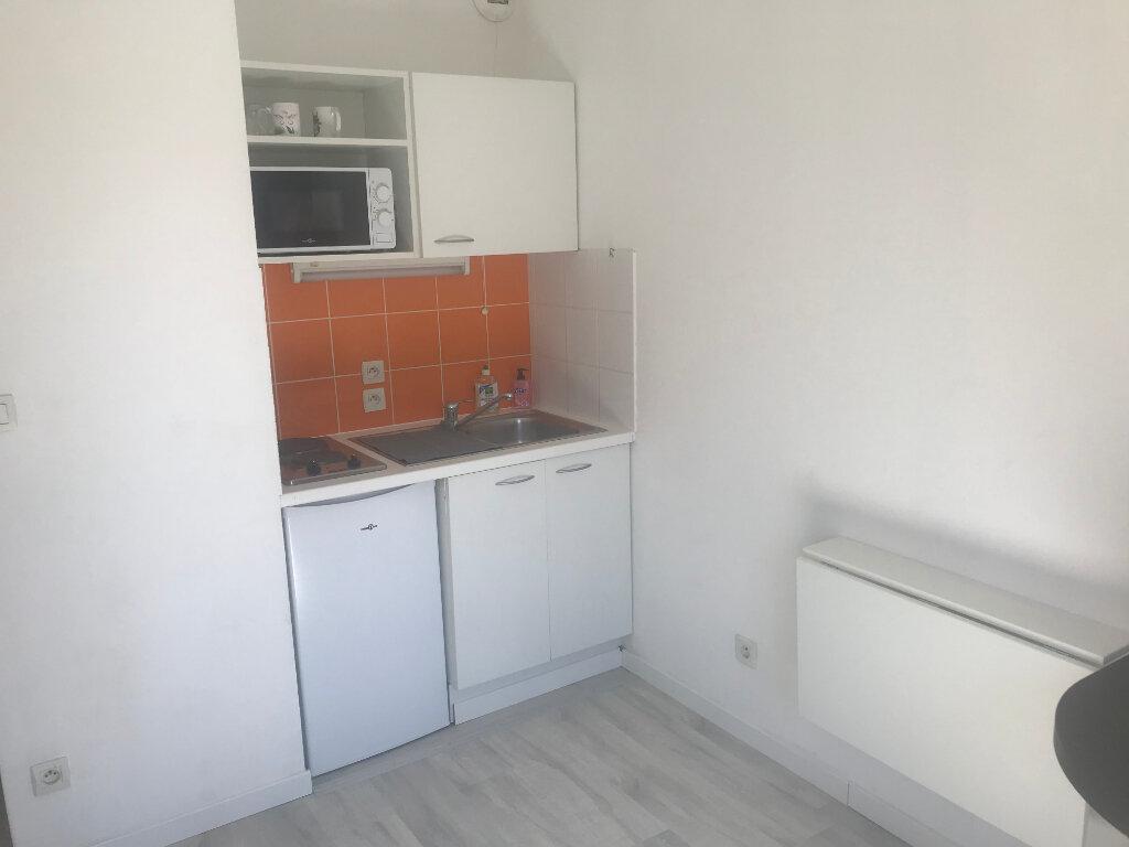 Appartement à louer 1 18m2 à Nîmes vignette-1