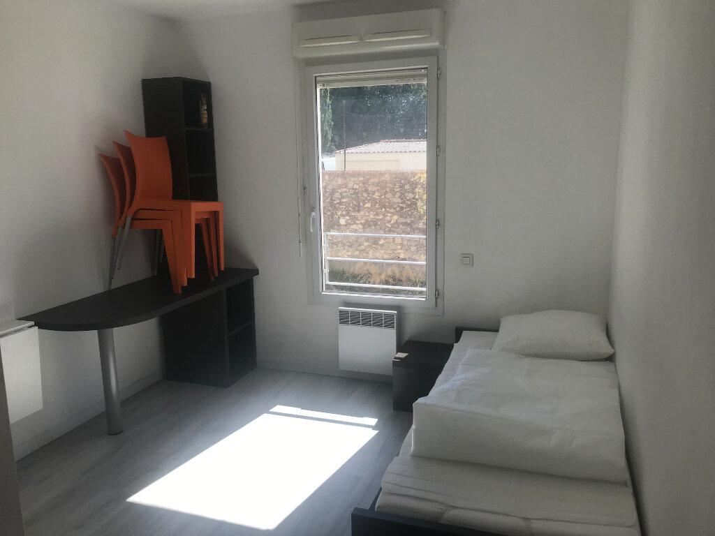 Appartement à louer 1 18m2 à Nîmes vignette-2